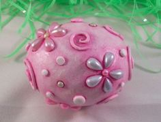 Uova di Pasqua di fimo: lavoretto con perle