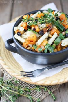 Fall flavors combine with toasted sesame oil to bring you this flavorful and authentic butternut squash and spinach pasta dish. Vegan Recipes Easy, Pasta Recipes, Real Food Recipes, Vegetarian Recipes, Dinner Recipes, Quinoa Pasta, Spinach Pasta, Vegan Pasta, Pasta Food