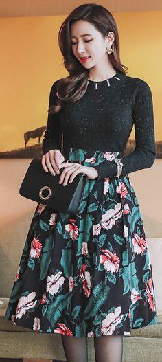 StyleOnme_Floral Print High-Waisted Full Skirt #floral #flower #print #fullskirt #winter #kfashion #elegant #feminine #seoul