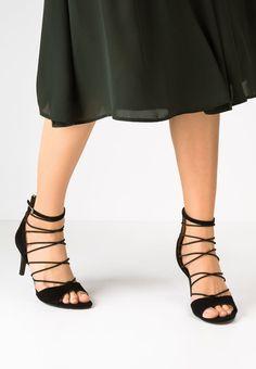 554a23a5376dbd 14 belles images de Chaussures | Chaussure, Chaussures des créateurs ...