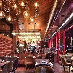 Lámparas colgantes para el restaurante La Canica de la Infanta Mercedes. www.dajor.es #lamparas #dajor #restaurante #iluminacion #madrid #restaurant #lamps #lamp #vintage #vintagelamp