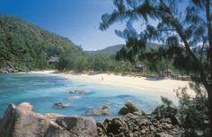 Constance Lémuria se nachází v severozápadní části ostrova Praslin Seychelles Islands, African Countries, Capital City, Diving, Travel Guide, Beaches, The Good Place, Things To Do, Tropical