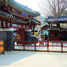 Entrance to the one of the most visited place in the heart of korea ❤️🇰🇷 Most Visited, Korean Drama, South Korea, Seoul, Entrance, Photographs, Cabin, Photo And Video, House Styles