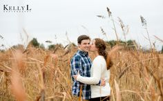 Engagement photos in field | Kelly L Photography