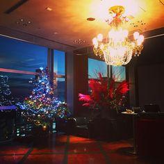 """"""" 今年のクリスマスは渋谷レガートで 煌めく夜景を眺められる特等席は早い者勝ち 思い出に残る大切な日に。 Chandelier, Christmas Tree, Ceiling Lights, Lighting, Holiday Decor, Home Decor, Teal Christmas Tree, Candelabra, Decoration Home"""