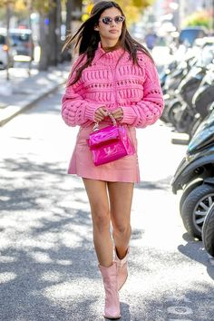 Fashion Week Paris, Fashion Week 2018, All Fashion, Fashion Photo, Trendy Fashion, Fashion Outfits, Colourful Outfits, Sweater Weather, Classy Outfits