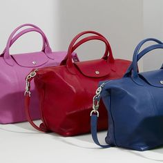 These longchamp handbags are so fashionable! Not only do they look good, but they are true to size, are comfortable on your hand, and are listed at an affordable price.
