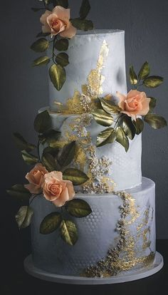 Blue grey textured wedding cake with gold accents - Trend Christmas Cake 2019 Pretty Wedding Cakes, Wedding Cake Photos, Floral Wedding Cakes, Wedding Sweets, White Wedding Cakes, Wedding Cakes With Flowers, Elegant Wedding Cakes, Floral Cake, Cake Wedding