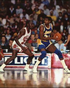 Michael Jordan and Magic Johnson battle in Chicago. Street Basketball, Fantasy Basketball, Basketball Legends, Sports Basketball, Basketball Players, Basketball Skills, Mike Jordan, Michael Jordan, Netball