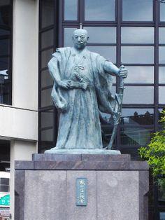 Statue of Oda Nobunaga which stands near Oda Tsurugi Shrine in Fukui prefecture  #Samurai