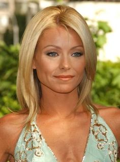 Simple Medium Layered Hairstyle with Blonde Hair Color for Women from Kelly Ripa