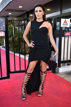 Pin for Later: The Very Best Style Moments From Last Year's Cannes Red Carpet Eva Longoria Eva Longoria turned heads in an asymmetrical black design that got even more sex appeal from tall strappy heels. Eva Longoria Style, Cannes Film Festival 2015, Cannes 2015, Curvy Women Fashion, Womens Fashion, Fashion Trends, Versace, Red Carpet Looks, Pretty Dresses