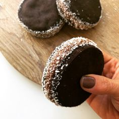 Very Helpful Cacao Benefit Strategies For cacao chocolate baking Cacao Chocolate, Gluten Free Chocolate, Chocolate Cookies, Chocolate Recipes, Gluten Free Treats, Gluten Free Cookies, Pan Dulce, Biscotti, Filet Mignon Chorizo