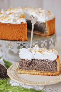 """Tak ,milí moji ..predstavujem Vám """"pán koláčik """" ...pre mňa absolútne dokonalé spojenie šťavnatého maku, marcipánu a snehovej pokrývky ...."""