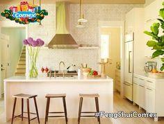 Junto con la puerta de entrada a la casa y el dormitorio, la cocina representa uno de los ambientes más decisivos para el feng shui. Como en la cocina siempre están presentes el Agua y el Fuego, debe evitarse el exceso de estos colores el rojo y el azul. Los colores más apropiados son el amarillo y colores naturales. #FengShuiComex