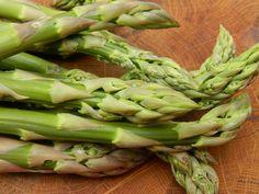 Asparagus, varieties and how to grow tips Asparagus Seeds, Allotment, Garden Tips, Villas, Vegetable Garden, Writers, Herbs, Gardening, Vegetables