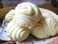 A tester d'urgence, ces pains sont trop beaux ! -(Recipe is in French - use translator) - Huajuan: Chinese steamed bread twisted 花卷 huājuǎn Cooking Chef, Asian Cooking, Bread Shaping, Bread Art, Steamed Cake, Vegan Kitchen, Pie Dessert, Recipes From Heaven, Biscuit Recipe