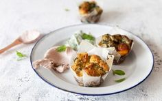 Picnic perfect halloumi and spinach muffins These halloumi and spinach muffins make for a great addition to a breakfast brunch or summer picnic. Delicious with a generous lashing of butter. Picnic perfect halloumi and spinac Healthy Savoury Muffins, Spinach Muffins, Veggie Muffins, Healthy Breakfast Muffins, Hidden Vegetable Recipes, Veggie Recipes Healthy, Halloumi, Greek Recipes, Light Recipes