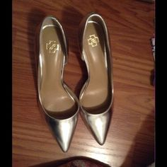 Ann Taylor shoes I worn them only once. It's like new and in box Ann Taylor Shoes Heels