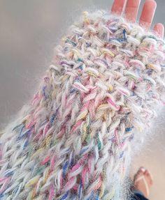 Crochet Yarn, Knitting Yarn, Crochet Stitches, Hand Knitting, Knitting Designs, Knitting Patterns, Crochet Patterns, Yarn Projects, Knitting Projects