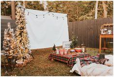 Cozy Backyard Christmas Movie Party Ideas - Haute Off The Rack Backyard Movie Nights, Outdoor Movie Nights, Christmas Movie Night, Hallmark Christmas Movies, Outdoor Movie Party, Outdoor Parties, Christmas Party Decorations, Halloween Party Decor, Christmas Decor