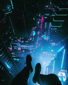 A foggy night above Austin, Texas: Cyberpunk Cyberpunk City, Ville Cyberpunk, Cyberpunk Kunst, Cyberpunk Aesthetic, City Aesthetic, Blue Aesthetic, Cyberpunk 2077, Night Aesthetic, Parkour