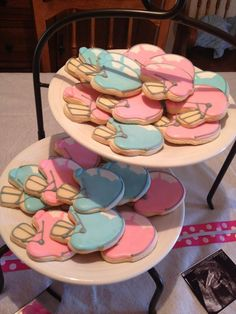 10 Gender Reveal Party Food Ideas that are Mouth-Watering Gender Gender Party, Baby Gender Reveal Party, Gender Reveal Football, Gender Reveal Cookies, Gender Reveal Party Decorations, Everything Baby, Reveal Parties, New Baby Products, Baby Ideas