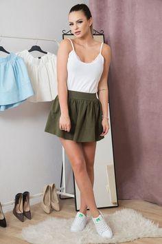 Chceš na jaro zazářit? Právě pro tebe je nová jarní kolekce sukní! Skvěle vypadají právě k teniskám.  Dostupné v mentolové, světle modré, pudrové, šedé, khaki, žluté, bílé barvě! Stačí si jen vybrat