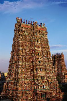 Meenakshi Amman Temple, dedicated to the indian gods Shiva and Parvati. / Templo de Meenakshi Amman, dedicado a las deidades Parvati y Shiva. Hindu India, Indian Temple Architecture, Durga Images, Lord Vishnu Wallpapers, Way To Heaven, Madurai, Hindu Temple, Hindu Art, Incredible India