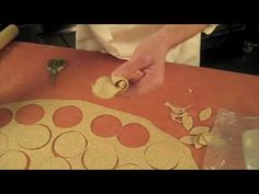 Decorative Live Dough Hitz; Carola's braided ring with roses