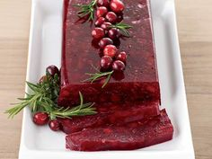 Jellied Cranberry Sauce with Fuji Apple #Thanksgiving #recipes #cranberry
