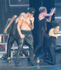 Click here to see Justin Bieber's wardrobe malfunction.