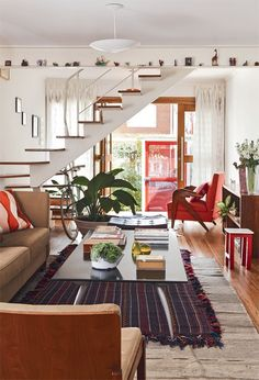 These interior design ideas will get your creative juices flowing! Get top tips from amazing interior designers to creating a cohesive look in your home. Home Interior Design, Interior Architecture, Interior And Exterior, Interior Decorating, Interior Plants, Interior Styling, Decoration Design, Deco Design, Style At Home