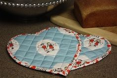DIY: Quilting Heart Potholders = adorable gift for mothers day (/other day)