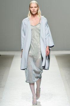 Max Mara Spring 2014 Ready-to-Wear Collection Photos - Vogue