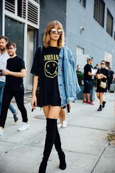 af6213bd133 Street Style    Oversized shirt + knee-high boots and denim jacket. Street