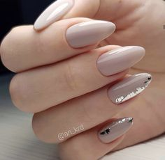 Trendy brides nail art design 2020 Trendy brides nail art design Trendy brides nail art design 2020 Related Wonderful Summer Nail Colors of 2020 Paznokcie 2020 trendyspring. Matte Nails Glitter, Classy Acrylic Nails, Classy Nails, Stylish Nails, Bright Nail Designs, Classy Nail Designs, Simple Nail Art Designs, Manicure Nail Designs, Nail Manicure