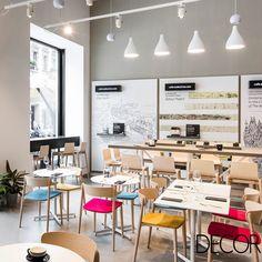 Moleskine Café, novo conceito de vendas da marca italiana, apresenta visual clean, semelhante às páginas dos icônicos cadernos de capa preta. O local tem como objetivo estimular a criatividade e proporcionar momentos de reflexão em Milão.
