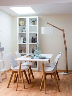 Comedor decorado con muebles en blanco y madera