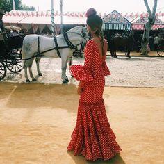"428 Me gusta, 6 comentarios - A. (@alexandraagulleiro) en Instagram: ""Que me gusta una feria ."" Flamenco Costume, Costumes, Costume Ideas, Feminine, Formal Dresses, Lady, Instagram, Cute, Andalucia"
