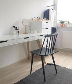 46 vind-ik-leuks, 2 reacties - Marissa Gransch (@marissa_gransch) op Instagram: '💋💄👠👗🛍 #clothesroom #makeuptable #girlsroom #girlsdream #fonq #dressroom #bronze #binnenkijken #hay…'