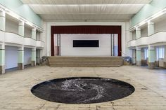 anish kapoor descension galleria continua san gimignano. Black whirlpool. Water, steel, motor, in a wooden floor.