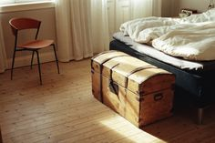 I've always wanted a trunk at the end of my bed. via theohpioneer