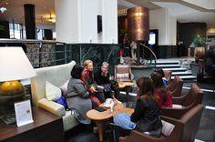 En el hall del Radisson Blue Royal Hotel, planeando #Bruselasgirly