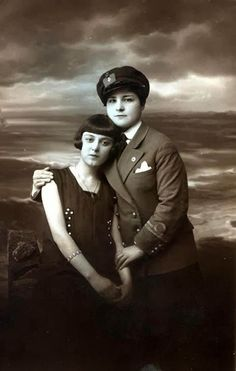 vintage everyday: Vintage LGBT – Adorable Photographs of Lesbian Couples in the Past That Make You Always Believe in Love