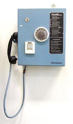 Veřejný telefonní automat - a stačilo 25 haléřů.