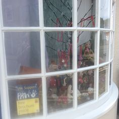 Wareham veterinary practice in Wareham and their PAW16 Midsummer Dreams window display