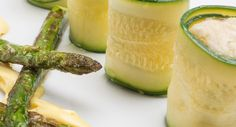 Calabacines rellenos con espárragos verdes