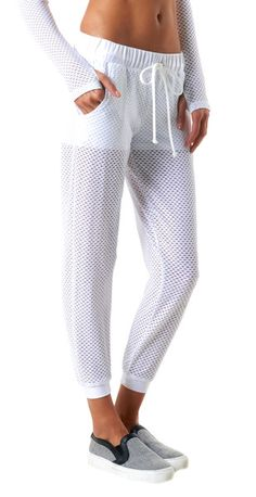 More Sewing with Mesh Ideas Take your favourite jogger pattern and sew with mesh instead:) Yoga Clothes : Shorts Mesh = Sweatpant perfection Sport Fashion, Fitness Fashion, Sport Outfits, Cute Outfits, Moda Fitness, Sport Chic, Sport Wear, Workout Wear, Beachwear