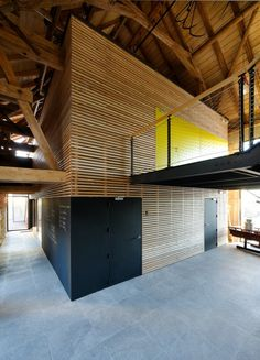 Box in a shell Exposed timber structure Concrete floors Maire School and City hall / ideaa architectures Space Architecture, School Architecture, Architecture Details, Space Interiors, Office Interiors, Salons Cosy, Timber Structure, Modern Office Design, Clever Design